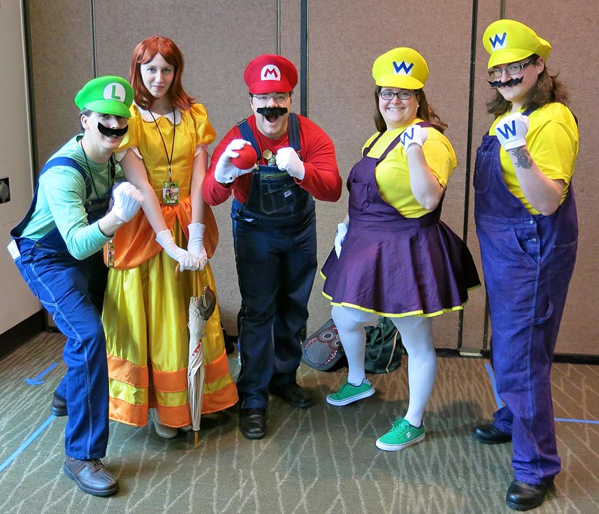 Cosplayers Mario Bros and family