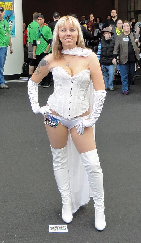 Cosplayers who turn heads at comicon